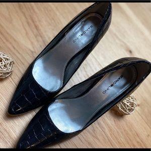 Black heels Croc like textured print semi pointy